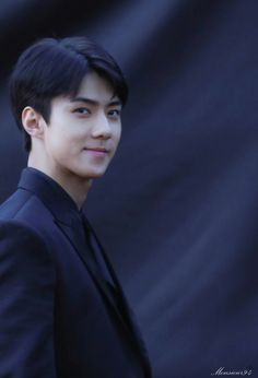 Why this maknae look so cute and handsome in same time?