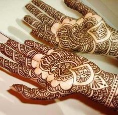 Offers henna design, henna body designs for hands and henna mehndi free sample designs; Features unique collection of henna designs and mehndi designs for all occasions. Mehndi Tattoo, Henna Tattoo Designs, Henna Tattoos, Mehandi Designs, Black Mehndi Designs, Indian Henna Designs, Latest Arabic Mehndi Designs, Bridal Henna Designs, Tatuajes Tattoos