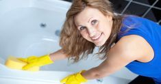 No need to scrub hard after the first cleaning of the bathtub cleaner Bathtub Cleaner, Shower Cleaner, Clean Bathtub, Bathtub Shower, House Cleaning Services, Diy Cleaning Products, Deep Cleaning, Cleaning Hacks, Mold Prevention