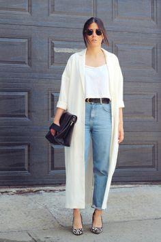 Jeans, white tee, cream coat, leopard print pumps, black clutch ☑️