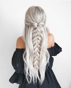 half up half down Trendy Chic Braided Hairstyle Ideas You Should Try - Pull through braid half up . Trendy Chic Braided Hairstyle Ideas You Should Try - Pull through braid half up half down Braided Ponytail Hairstyles, Pretty Hairstyles, Wedding Hairstyles, Hairstyle Ideas, Beehive Hairstyle, Lob Hairstyle, Barbie Hairstyle, Fashion Hairstyles, Prom Hairstyles Half Up Half Down
