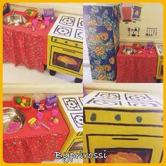 O cantinho do jogo simbólico do Jardim 2. #byprirossi #educaçãoinfantil #jogosimbólico #caixas  #cozinha #preschool #art