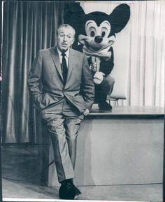 Walt Disney and Mickey Disney Parks, Mundo Walt Disney, Walt Disney World, Disney Pixar, Disney Characters, Disney Mickey, Disney Theme, Retro Disney, Old Disney