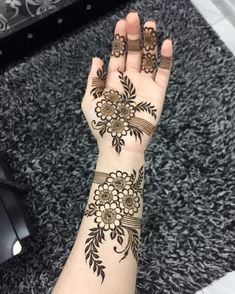 Latest Amazing Mehndi Designs For Parties Hello Guys! here you will see Latest Mehndi Designs with Amazing Patterns for your Hands and. Henna Hand Designs, Dulhan Mehndi Designs, Mehandi Designs, Mehendi, Latest Arabic Mehndi Designs, Mehndi Designs Finger, Floral Henna Designs, Henna Tattoo Designs Simple, Mehndi Designs Book