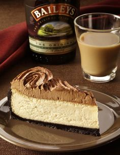 Bailey's Irish Cream Cheesecake. Perfect for my mother lol I will attempt to make this for her bday she love bailey's Irish cream! Beaux Desserts, Just Desserts, Delicious Desserts, No Bake Desserts, Dessert Recipes, Yummy Food, Asian Desserts, Healthy Food, Healthy Recipes