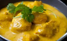 Rich, creamy chicken korma is usually forbidden territory if you're watching your weight, but we'd hate you to miss out so we've come up with our healthy chicken curry recipe. Add extra chilli if you like. Pollo Korma, World Recipes, Diet Recipes, Cooking Recipes, Healthy Recipes, Crockpot Recipes, Chicken Korma Recipe, Chicken Recipes, Gastronomia