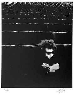 Barry Feinstein, Bob Dylan in a concert hall in London, during his 1966 British Tour.