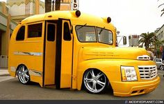 yellow low rider short bus with the front end of a Cadillac Escalade Old School Bus, School Bus Driver, School Buses, Aa School, Funny School, Custom Trucks, Custom Cars, Cool Car Pictures, Car Pics