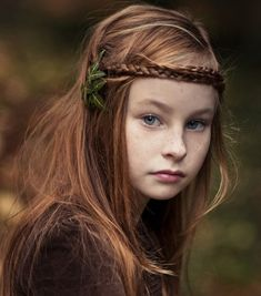Medieval Halo Braid for Kids   Keywords: #medievalweddings #jevelweddingplanning Follow Us: www.jevelweddingplanning.com  www.facebook.com/jevelweddingplanning/