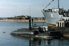 Russian piranha special forces submarine Midget Submarine, Nuclear Submarine, American Aircraft Carriers, Russian Submarine, Soviet Navy, Fast Boats, Navy Marine, Submarines, Special Forces