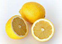 Le citron est le fruit du citronnier, il est utilisé pour faire la limonade