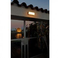 Aplique de pared para ambientes de exterior. Iluminación LED. Modelo HALF. Faro Barcelona. Comprar Online.