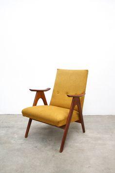 Gele Deens design fauteuil, te koop op www.vanOnS.eu