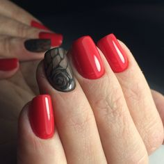 Idea decorazioni unghie, smalto rosso lucido, accent nail disegno nero  motivi floreali