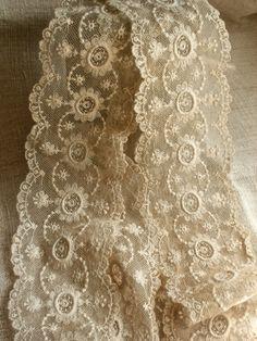 vintage-lace-panel-cream-scalloped