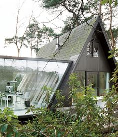 modern glass house addition by dmva architecten 2 thumb 17042 A Frame Summer Cabin Gets Glass Addition A Frame Cabin, A Frame House, Modern Glass House, Casas Containers, Cabins In The Woods, Traditional House, Exterior Design, Modern Exterior, Interior Architecture