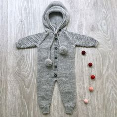 KADRESSEN - Deilig utedress til ei lita tulle // A warm and cosy outdoor dress for a little friend ❤️ Pattern from Cosy, Tulle, Brooch, Warm, Knitting, Pattern, Outdoor, Instagram, Dresses