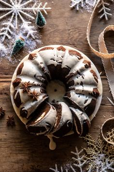 If theres anything that truly screams Christmas it's gingerbread. To kick the season off I made a delicious Cream Cheese Swirled Chai Gingerbread Cake. Pavlova, Mini Cakes, Cupcake Cakes, Cupcakes, Bundt Cakes, Flan, Fudge, Sweet Butter, Gateaux Cake