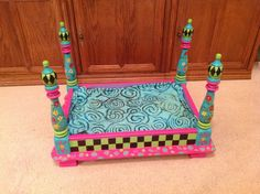dog kennel end table Puppy Beds, Pet Beds, Doggie Beds, Dog Kennel End Table, Whimsical Painted Furniture, Dog Furniture, Furniture Ideas, Dog Crafts, Pet Craft