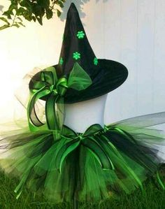 BRUXA VERDE Witch Tutu, Wicked Witch Costume, Witch Costumes, Diy Costumes, Halloween Kostüm, Halloween Cosplay, Halloween Costumes For Kids, Halloween Decorations, Halloween Infantil