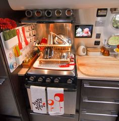 The kitchen setup in this Airstream trailer is to DIE FOR. That magnetic wall for utensils = brilliant! Full kitchen for airstream Rv Camping, Trailers Camping, Airstream Travel Trailers, Camper Trailers, Camping Hacks, Camping Stove, Camping Toilet, Travel Trailer Tips, Travel Trailer Interior