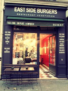 East Side Burgers is the very first fast food vegetarian and vegan restaurant that will open in Paris on September Eat in or take out, quality food, homemade vegan desserts. Restaurant Fast Food, Restaurant Bar, Resto Vegan, Boulevard Voltaire, Paris Vegan, Paris 11e, Resto Paris, Catering Food Displays, Dessert Recipes For Kids
