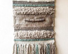 Artículos similares a Woven wall hanging en Etsy – tere moyher – weberei Weaving Wall Hanging, Weaving Art, Loom Weaving, Tapestry Weaving, Wall Hangings, Peg Loom, Textiles, Weaving Projects, Weaving Techniques