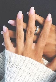 Mani of the Week: Neutral Nails Short Square Acrylic Nails, Diy Acrylic Nails, Acrylic Nail Designs, Acrylic Art, Toe Nails, Pink Nails, Coffin Nails, Coffin Acrylics, Stiletto Nails