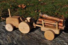 Wooden Farm Tractor and Wagon par FinnsandFlowers sur Etsy