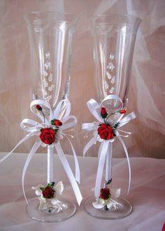 T - Salvabrani Wedding Wine Glasses, Wedding Champagne Flutes, Champagne Glasses, Decorated Wine Glasses, Painted Wine Glasses, Wine Glass Crafts, Wine Bottle Crafts, Deco Ballon, Wedding Crafts