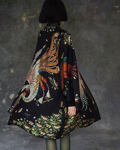 Klaus Haapaniemi Black Kimono, Silk Kimono, Kimono Top, Fashion Now, Fashion Beauty, New Wardrobe, Wardrobe Ideas, Ballet Russe, Cool Outfits