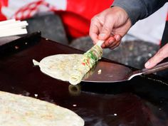 Gallery: Snapshots from Japan: Street Fair Food in Kyoto Indian Food Recipes, Asian Recipes, Ethnic Recipes, Cantonese Food, Asian Soup, Steamed Buns, Food Stall, Vietnamese Recipes, Food Plating