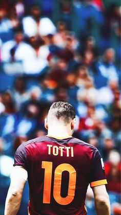 Francesco Totti - a one club man, not often seen in the modern game has dedicated his entire career to AS Roma since 1992 Football Icon, Football Is Life, Football Art, World Football, Sport Football, Fifa Football, American Football, Fifa 2017, Soccer Pictures