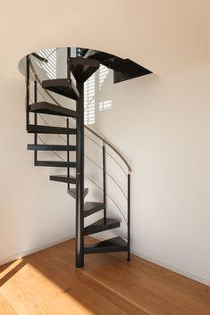 Spiral Staircases for Small Spaces Spații Mici, Arquitetura, Trendy Tree, Apartament Minimalist, Pod