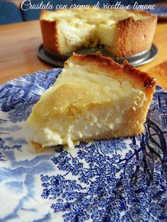 Bentrovati amici! Oggi voglio proporvi la Crostata con crema di ricotta e limone, il giusto fine pasto di un pranzo in famiglia
