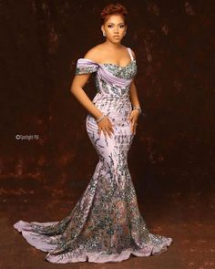 Aso Ebi Lace Styles, Lace Dress Styles, African Lace Dresses, Latest African Fashion Dresses, African Print Fashion, Ankara Styles, African Fashion Traditional, African Attire, Skirt Fashion