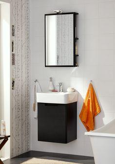 Liten baderomsinnredning perfekt for små baderom. Lekker design. Speil med lys og oppbevaringsplass. http://handlebad.no/baderomsinnredning/baderomsinnredning/sort-one-komplett-med-speil
