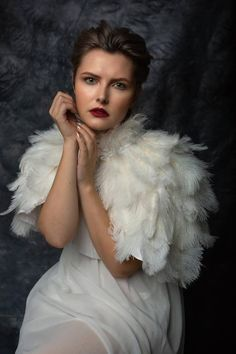 Feather Cape, Feather Dress, Coque Feathers, Ostrich Feathers, Wedding Cape, 1920s Wedding, All Natural Makeup, 50s Hairstyles, Off White Color