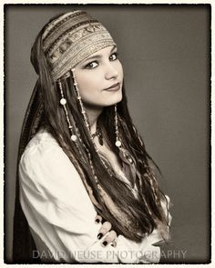Hair w/ beads can be pirate or Hippie look. Pirate Halloween, Pirate Day, Pirate Woman, Halloween Makeup, Halloween Costumes, Pirate Costumes, Turtle Costumes, Teen Costumes, Woman Costumes