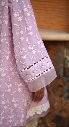 Kurti Sleeves Design, Sleeves Designs For Dresses, Dress Neck Designs, Simple Pakistani Dresses, Indian Gowns Dresses, Pakistani Dress Design, Fancy Dress Design, Stylish Dress Designs, Lace Design