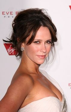 Wish I could see the back of Jennifer Love Hewitt's messy yet sexy hairstyle that she rocked at the #RocktheKasbahGala. Her natural makeup application is super sexy & fresh. @TheReal\_Jlh