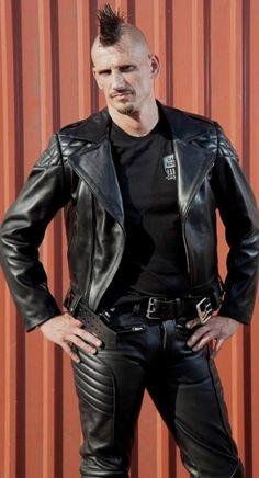 men in leather Mens Leather Pants, Biker Leather, Leather Blazer, Leather Boots, Leather Jackets, Haircuts For Men, Men's Haircuts, Motorbike Leathers, Popular Mens Hairstyles
