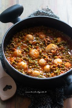 Cuttlefish with peas (Easy, quick and flavorful recipe!)- Seppie con piselli (Ricetta facile, veloce e ricca di sapore!) Cuttlefish with peas (Easy, quick and rich in … - Sicilian Recipes, Best Italian Recipes, Asian Recipes, Mexican Food Recipes, Healthy Recipes, Healthy Food, Popular Italian Food, Italian Food Restaurant, Vegan Party Food