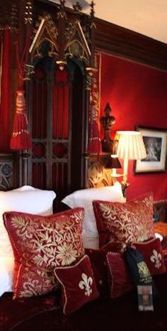 Gothic Victorian: Hotel suite at the Witchery, Edinburgh, Scotland. Gates, Gothic Home Decor, Red Walls, Gothic House, Haunted Mansion, Victorian Homes, Victorian Gothic, Room Themes, My New Room