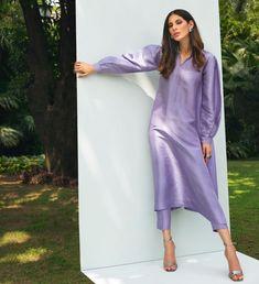 Pakistani Fashion Casual, Indian Fashion Dresses, Indian Designer Outfits, Pakistani Outfits, Beautiful Pakistani Dresses, Pakistani Formal Dresses, Pakistani Dress Design, Fancy Dress Design, Stylish Dress Designs