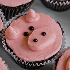 Make these chocolate Swine Flu Recovery Cupcakes with just one piping tip - they couldn't be easier, or cuter!
