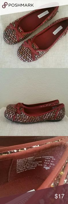 Predictions tweed burgundy bow ballet flats 9.5 Predictions ballet tween woven flats, burgundy pin gold with bow, preowned,size 9.5 Predictions Shoes Flats & Loafers