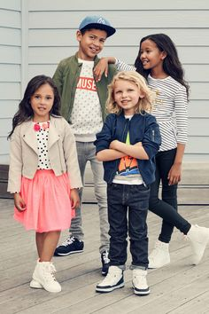 Run with a stylish squad in energetic stripes, graphics, and dots. | H&M Kids