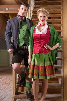 Gilet rot, Faltenrock grün, festlich, elegant, traditionell.