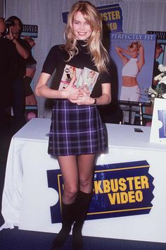Claudia Schiffer, 90s Fashion, Retro Fashion, Fashion Show, Vintage Fashion, Guess Models, 90s Models, Style Année 90, Guess Girl